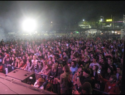 A picture of the massive crowd that gathered in front of the stage at the Kick Gas Festival